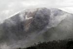 인니 화산서 용암 분출·연기 휘감아