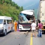 베트남서 한국 관광객 탄 버스, 트럭과 충돌…11명 부상