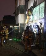 춘천 빌라 반지하서 불…9명 구조·2명 연기흡입