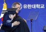 역대 두번째·18년만의 대통령 전문대 졸업식行…파격 & 도전