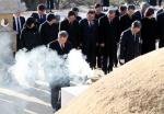 백범 김구 묘소 찾은 문 대통령