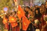 트럼프·김정은 따라하며 환영, 하노이 시내 '축제 분위기'