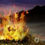속초 도문동 야산서 산불…헬기 투입해 진화중