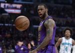 NBA '킹' 제임스 시즌 아웃…잔여 경기는 벤치서