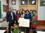 신사우동 새마을부녀회 신동초등학교에 장학금 전달