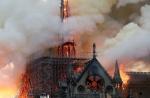 화마 휩싸인 노트르담, 年 1천400만명 찾는 800년 역사 인류유산