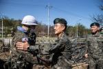 육군참모총장 장천마을 지원 장병 격려