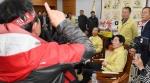 고성·속초 산불 이재민 도청 항의방문