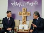 김연철, 종교계·인도지원단체 상견례…남북교류 방안 논의