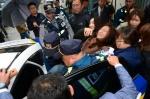 한국당 도당 점거농성 벌인 강원대생 3명 연행