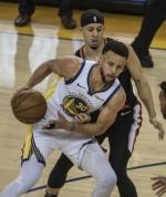 NBA 커리 형제 부모, 동전던지기로 응원 팀 결정…'행복한 고민'