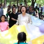 김정숙 여사 '세상 모든 가족함께' 캠페인 참여…미혼모 다문화 가족 격려