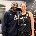 WNBA 박지수, NBA 전설 코비와 기념 촬영 '찰칵'
