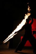 현대·전통·신화 녹여낸 불타는 밤