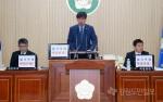 양구군의회 '헬기부대 확대반대'붙이고 회의진행