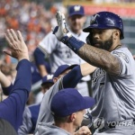 NC 출신 테임즈, 벌랜더 10승에 고춧가루…시즌 9호 홈런