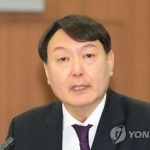 文대통령, 차기 검찰총장 윤석열 지명…고검장 안거친 파격인사