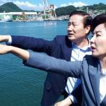 """삼척항 찾은 한국당 """"北 선박, 모든 것이 조작된 국방게이트"""""""