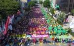 춘천 중앙로에 모인 노동자들
