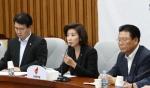 """한국당 """"與, 정경두 감싸며 국회 무시""""…추경과 '사실상' 연계"""