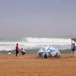 동해안 높은 물결…경포 해수욕장 수영 금지
