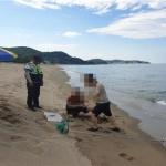 동해해경, 불법 도구로 조개 채취한 60대 2명 검거