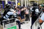 """""""시진핑, 홍콩에 무력개입 대신 준엄한 법 집행 지시"""""""