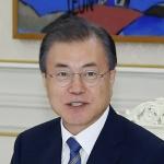 """문 대통령 """"가짜뉴스 넘치는 세상, 진실 더욱 중요"""""""