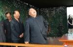 북한 '신형 초대형 방사포' 발사