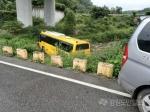 춘천 강촌서 스쿨버스 추돌 후 도로밖 전도…운전자 중상