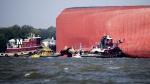 美해안경비대의 긴박한 구조드라마…7cm 선체구멍 뚫어 물 공수