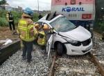 동해 열차-승용차 추돌사고로 2명 사망