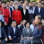 삭발하는 한국당 황교안 대표