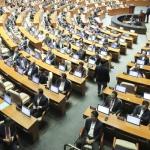 뒤돌아 앉은 자유한국당 의원들