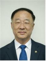 홍남기 부총리 모교행사 첫 참석 지역정가 '촉각'