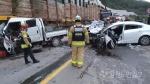 정선 낙동삼거리 승용차·트럭 추돌 5명 부상