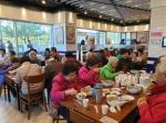 무실동 연안식당 어르신 식사 대접