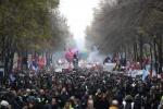 """멈춰선 프랑스…""""마크롱 연금개편 저지"""" 전국 150만명 거리로"""