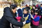 정선초 학생들 나눔장터 수익금 사랑의 연탄 기부