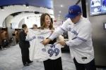 99번과 2세 유니폼…토론토, 류현진에게 정성을 담았다