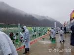 '야속한 비' 산천어축제장 긴급 배수작업