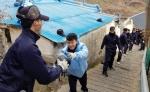 해군1함대 안동함·이병철함 연탄 배달