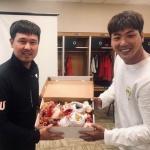 김광현, SK 동료들에게 '꽃신' 받고 ML 스프링캠프 입성