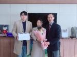 신혼여행 미룬 예비부부 교사 격려