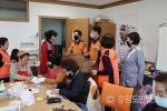 양구소방서 마스크 자원봉사자에게 위문품 전달