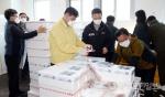 심규언 동해시장 오징어 팔아주기 일손돕기