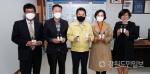강원유통협회, 홍천군에 마스크소독제 전달